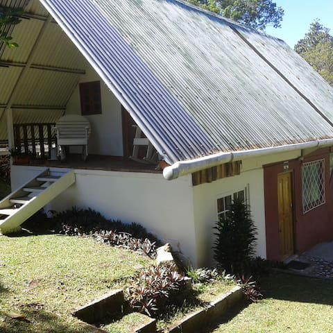 Cristal de Roca(la cabaña) planta baja y primer piso, totalmente equipada, 32.00 por persona por 24 horas