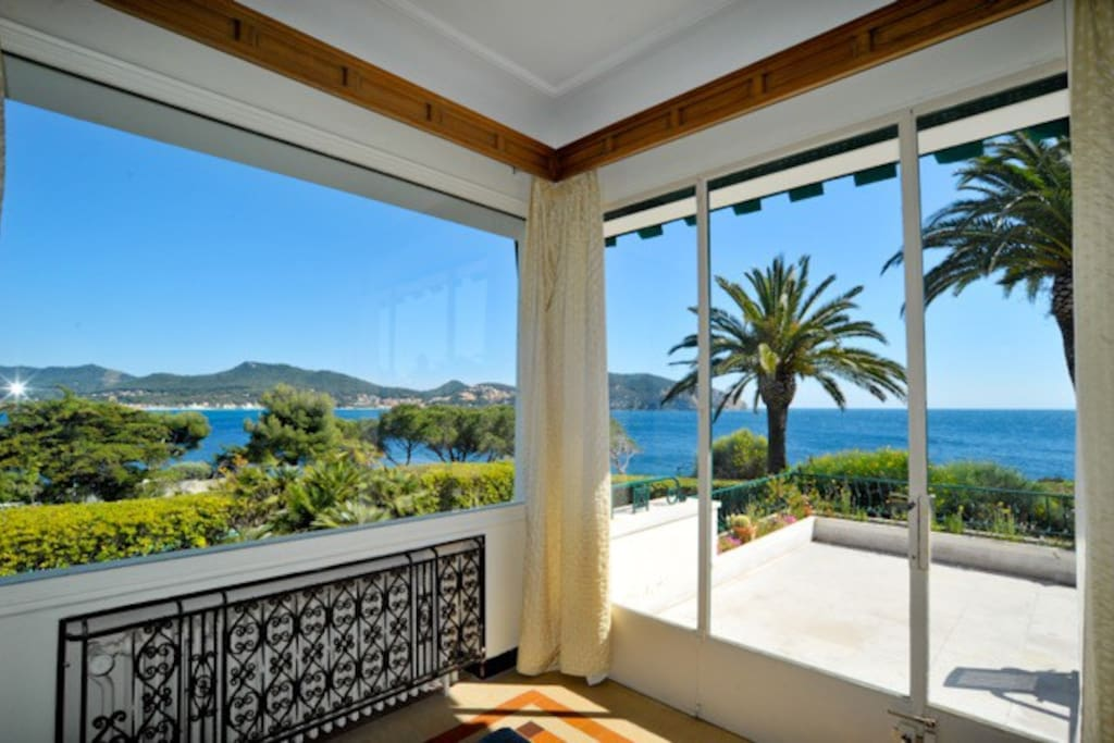 villa de r ve sur la mer piscine grand jardin saint cyr sur mer provence alpes. Black Bedroom Furniture Sets. Home Design Ideas