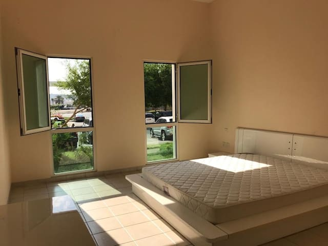 Cozy Master room 15 min from Jumeirah beach