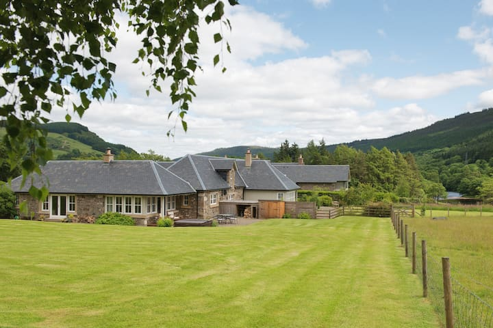 Croftgarrow Steading 5 Star Luxury