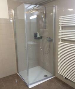 Einzelzimmer - Dusche/Toilette auf Etage - Seuzach