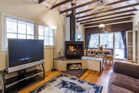 Charming Cabin Walking Distance to DT Evergreen - Evergreen - Cabin