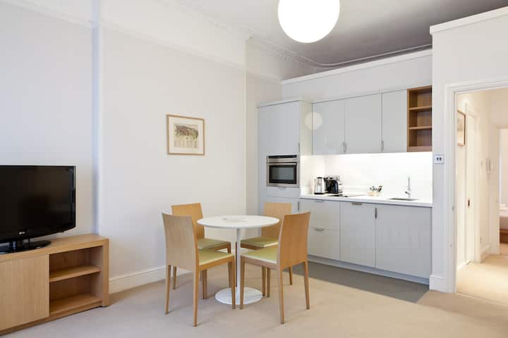 One Bedroom, Flat3 ,5 Doughty,WC1N ,London