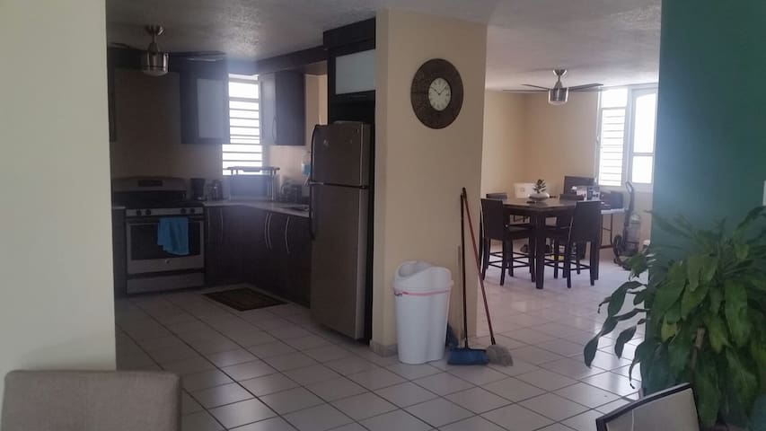 big nice clean house close to all - Catano - Casa