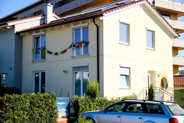 Zimmer mit Küche und Terrasse in Deggendorf