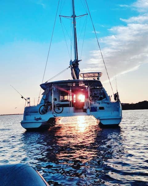 Fun Luxury Catamaran: Sailing Easy Breezy