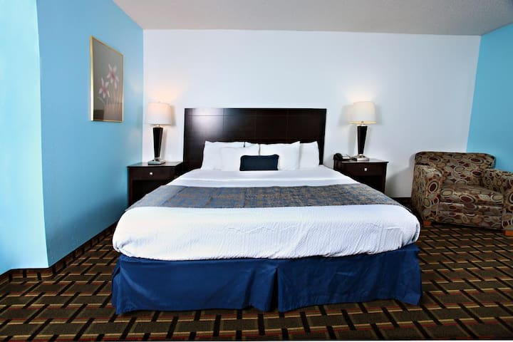 You Are Invited. It's Sky-Palace Inn & Suites-Luxury 1 King Bed