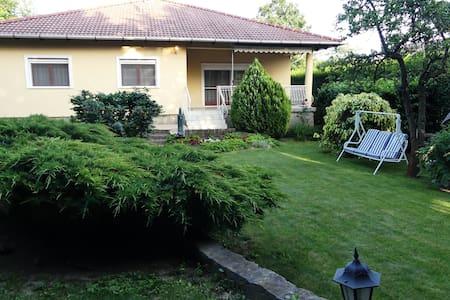 Villa Csilla - Elegant house with garden & garage