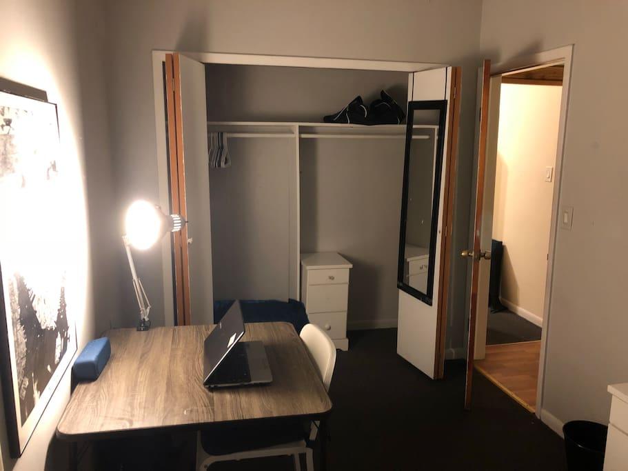 room(3)