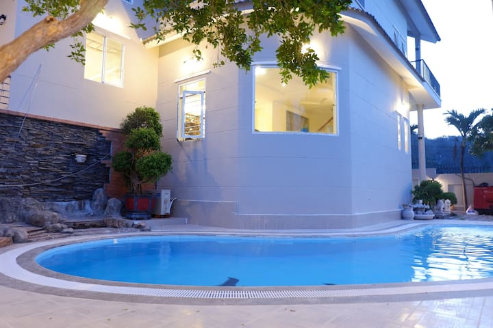 Vung Tau villa Ali3B - Spacious and luxurious villa near beach with pool