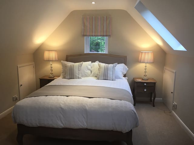 Private, quiet,  cosy annexe short walk to town