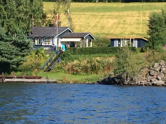 Solrikt beliggende hytte nær Mjøsa - Ringsaker - Kulübe