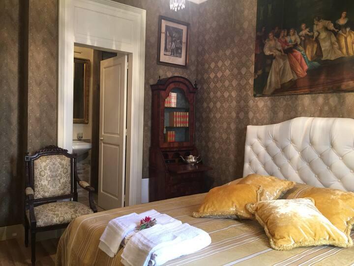 Brown room Palazzo Laguardia BR07400761000020257