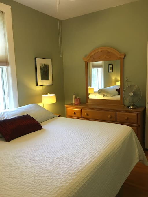 King Size Bed - Bedroom (2)