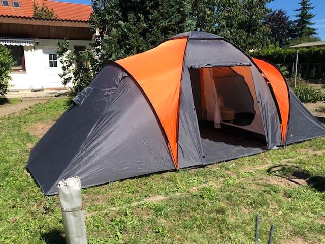 Zelten auf dem Hinterhof