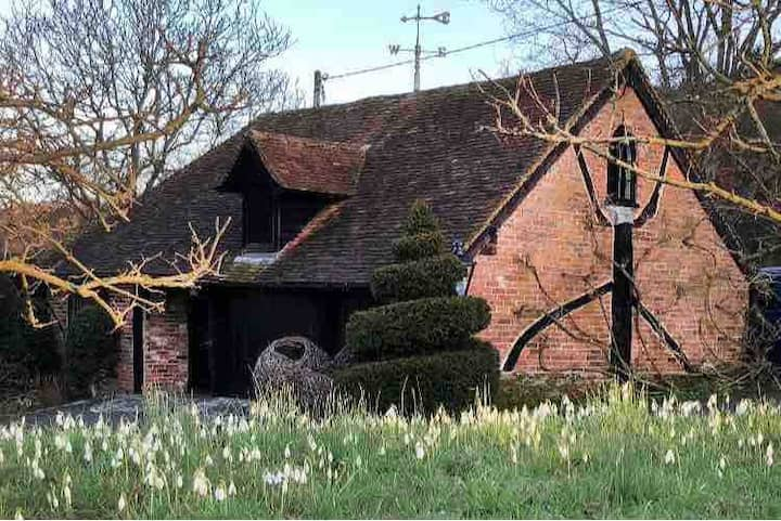 The Coachman's Loft - a beautiful, historic Studio