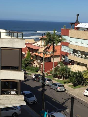 Beira mar e centro: vista e garagem - Torres - Apartment