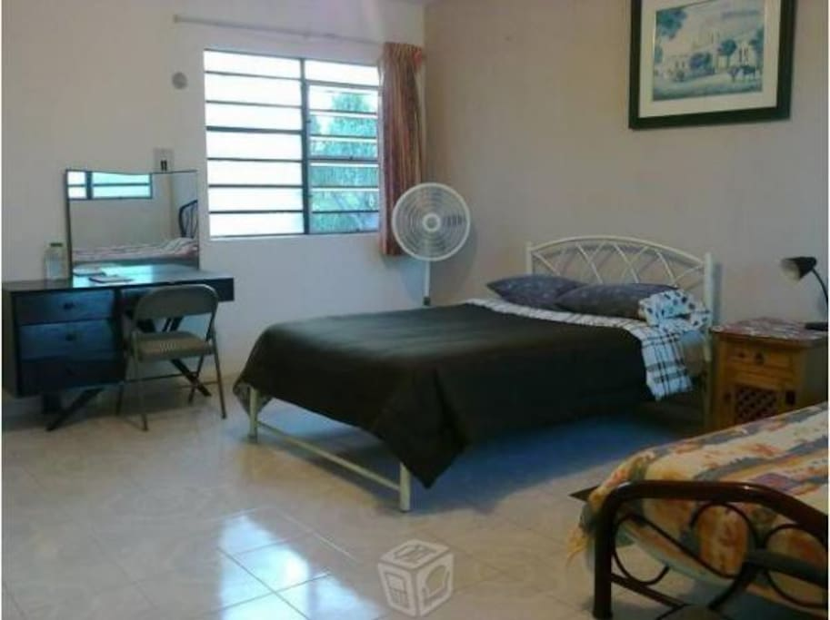 Comoda habitación equipada amplia clima baño priv.