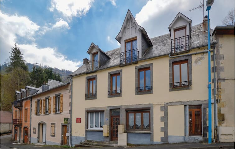Holiday apartment with 1 bedroom on 43m² in Le Mont Dore