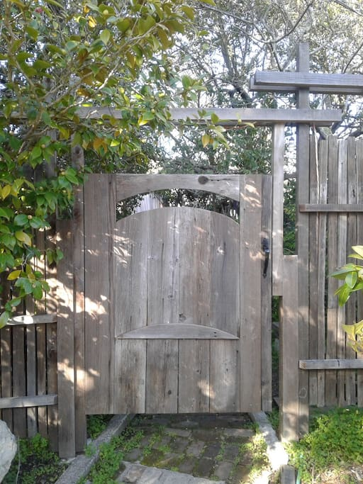 """The Bnb Entry Gate to Oak Suite and """"The Camelia Garden"""""""