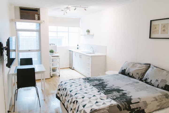 Lovely, contemporary studio in Surry Hills!