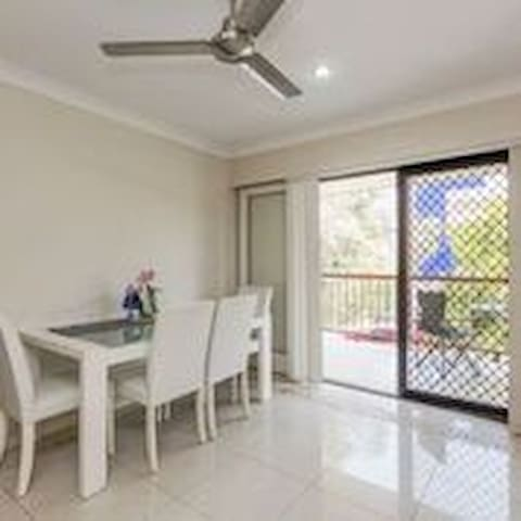 Great house, easy access to Surfers Paradise