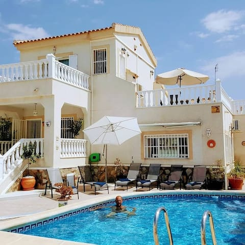 Stunning 4 bed villa that can sleep up to 12