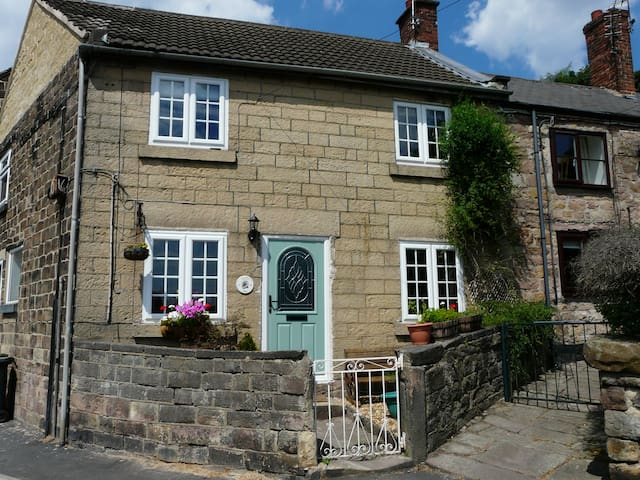 Stunning stone cottage in Derbyshire market town
