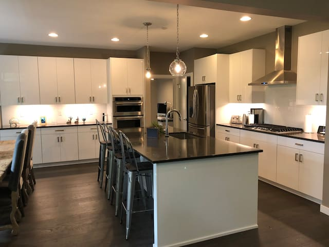 Stunning new house minutes from downtown Portland