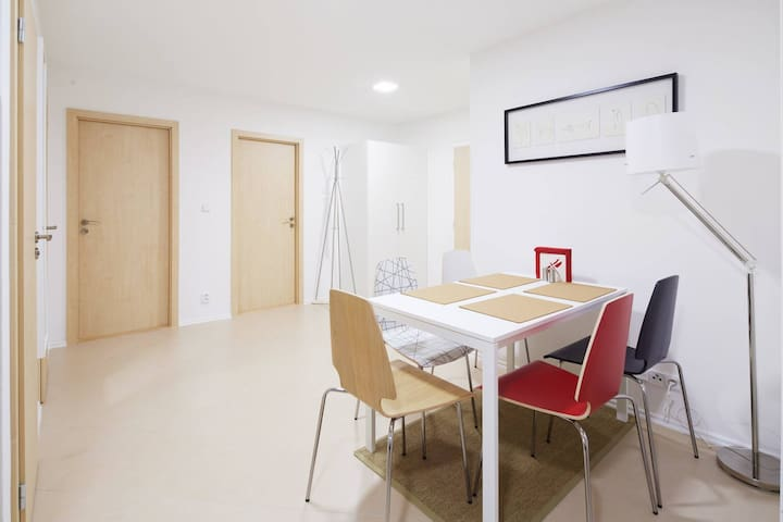 Bright room near  biggest shopping mall metro park - Praag