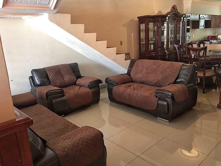 Casa completa a 3 min del Santuario Guadalupano