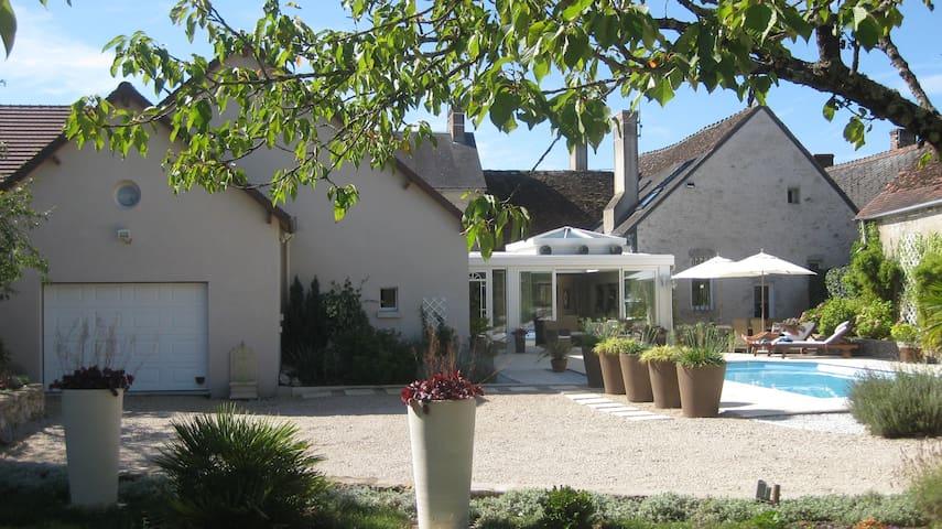 Maison du 16 ème siècle rénovée avec piscine - Vineuil - Huis