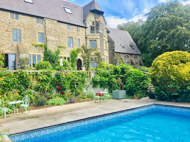 Chapel cottage for two at Peregrine Hall