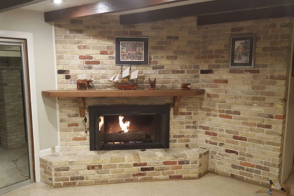 Working gas fireplace in living room