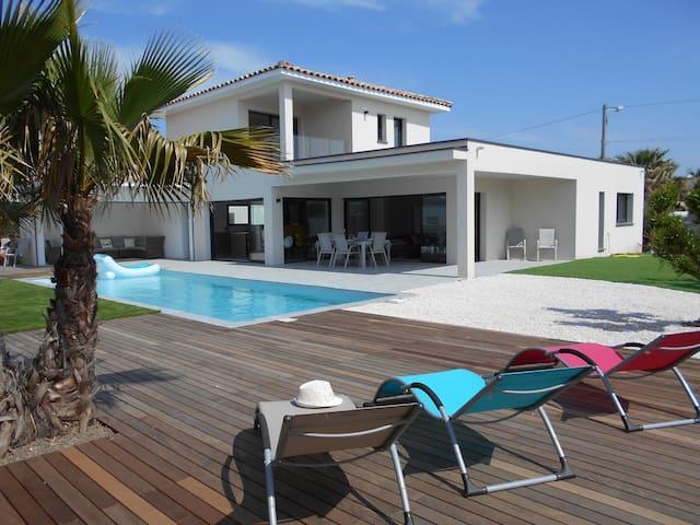 Villa contemporaine 400 m des plages