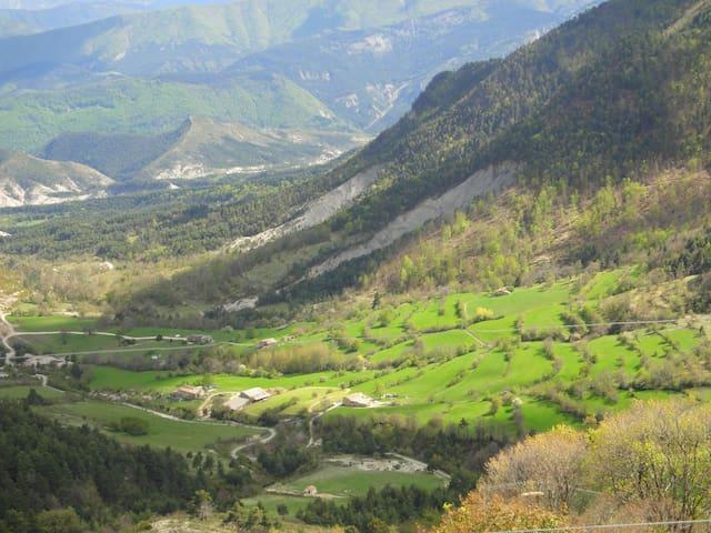 """Domaine du Fâ : gîte """"école"""" en montagne - Castellet-lès-Sausses - Huis"""