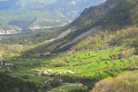 """Domaine du Fâ : gîte """"école"""" en montagne - Castellet-lès-Sausses"""