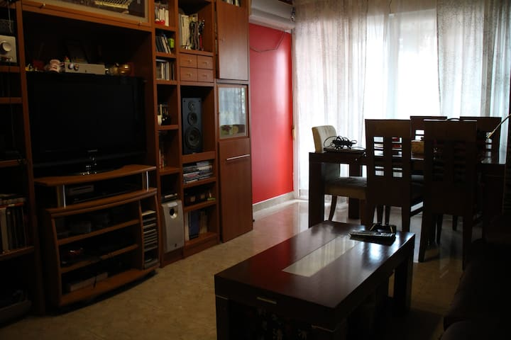 Cozy single room (30' from Madrid) - Móstoles - Apartment