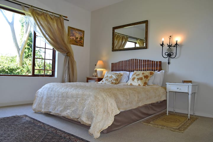 Sea Valley Villa  Guest Accommodation