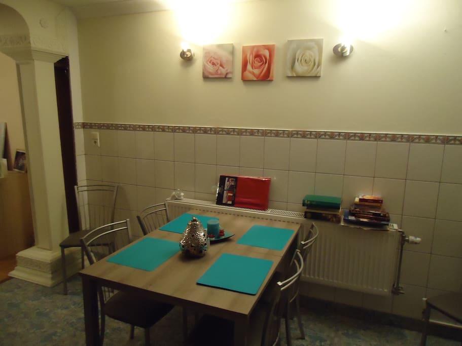 Eetplaats met uitplooibare tafel voor 4 tot 8 p