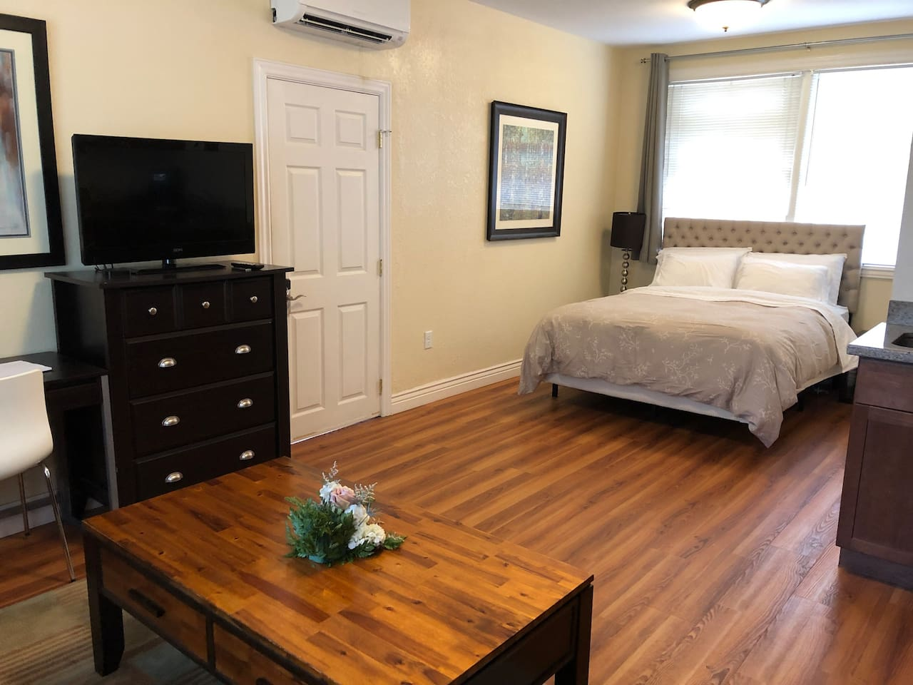 """Queen size bed and 40"""" TV with Cable, HBO, Showtime"""