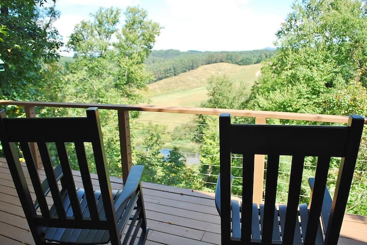 Carolina River Calm-River Access, Pet Friendly, Views, WIFI, Spacious