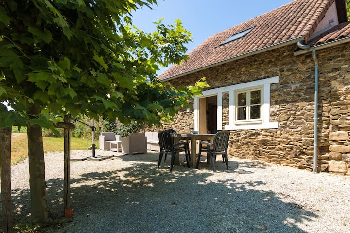 Quaint Cottage in Aquitaine with Furnished Garden