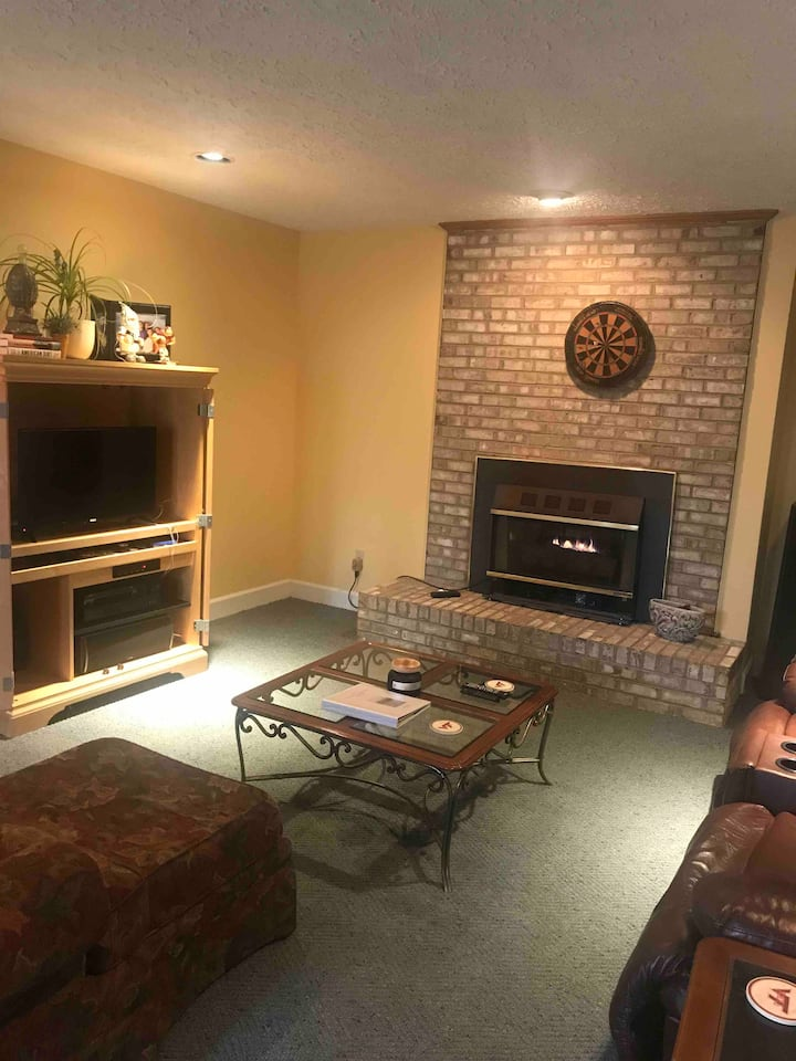 Cozy and Convenient close to 58 East