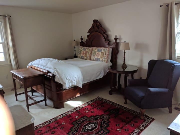 Private master bedroom suite near IAD