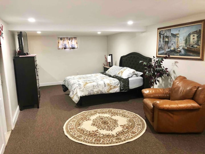 2 BED Apt n. JFK w. Private and Keyless Entrance.