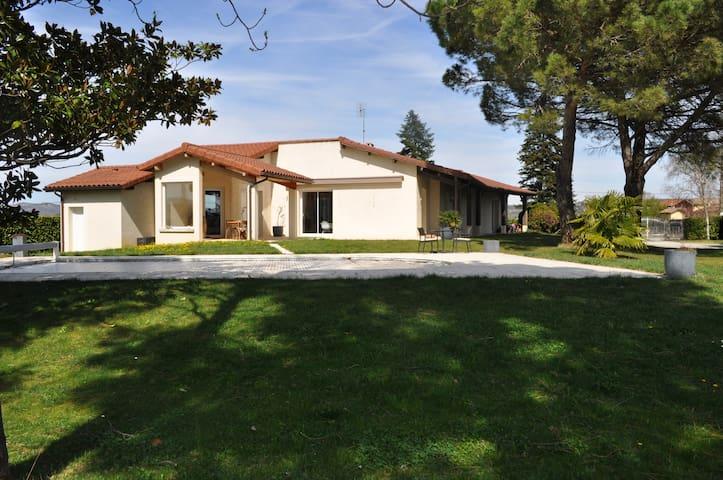 Villa au milieu des vignes, arboré avec piscine - Mercurol - Casa