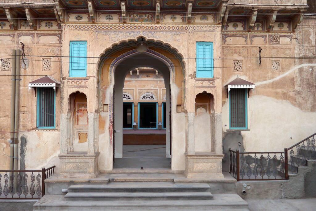 The entrance to Mandawa Kothi