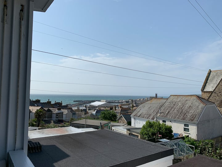 Stunning new 2 bed apartment with sea views