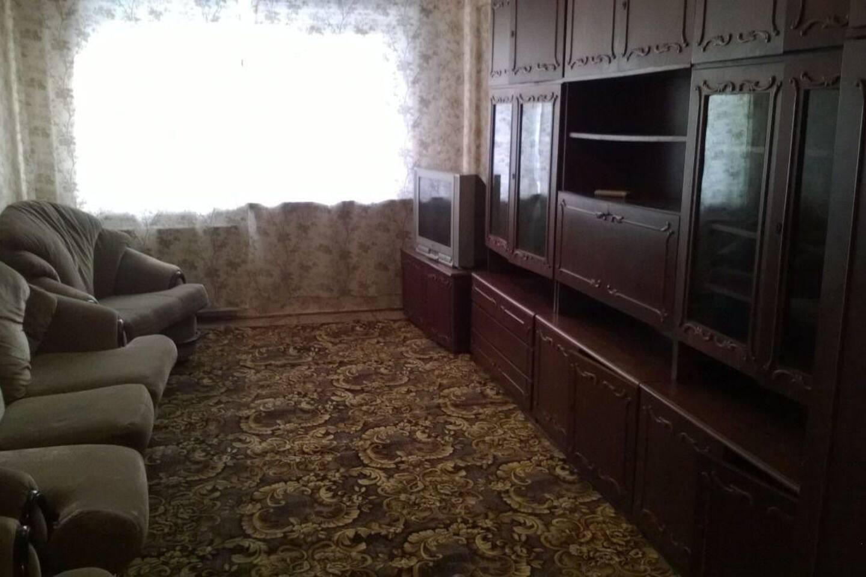 Диван - возможно размещение 1 гостя; кресла